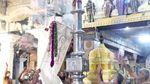 கொடியேற்ற விழாவன்று சுவாமி தேவிமாருடன் சூரிய விருத்தச் சேவையில் எழுந்தருளுகின்றார்